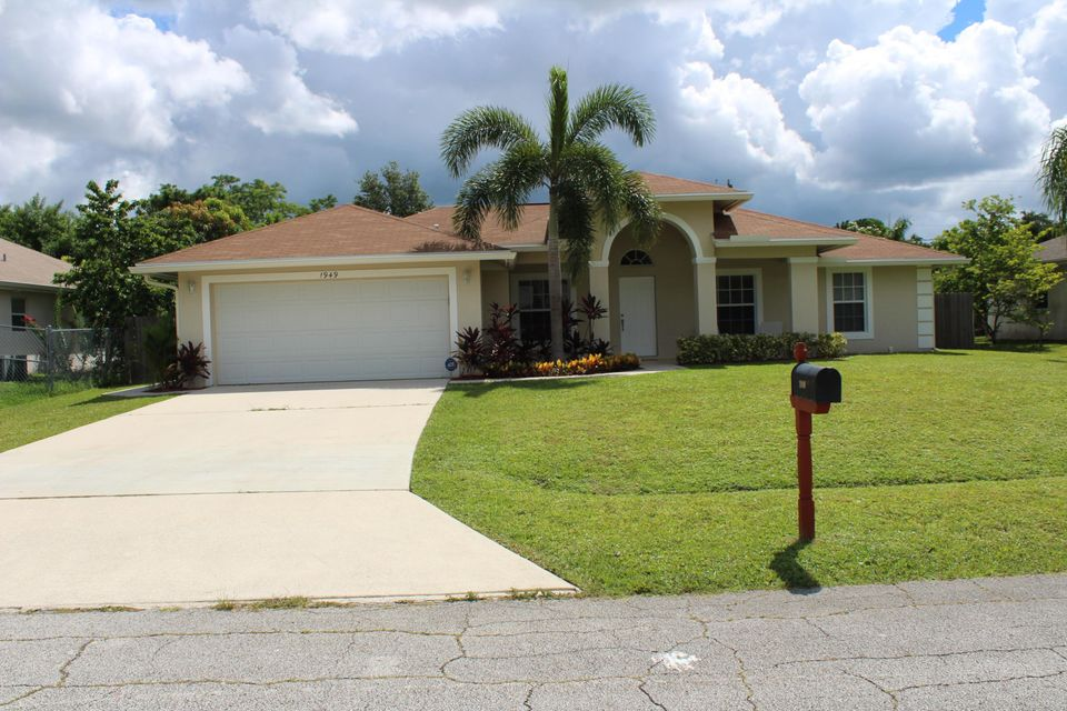 Additional photo for property listing at 1949 SW Flower Lane  Port St. Lucie, Florida 34953 États-Unis