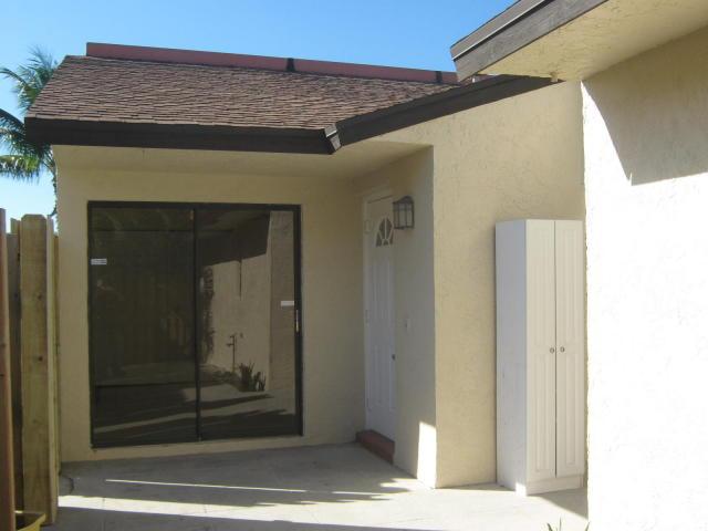 Vila para Locação às 2704 Waterview Circle Palm Springs, Florida 33461 Estados Unidos