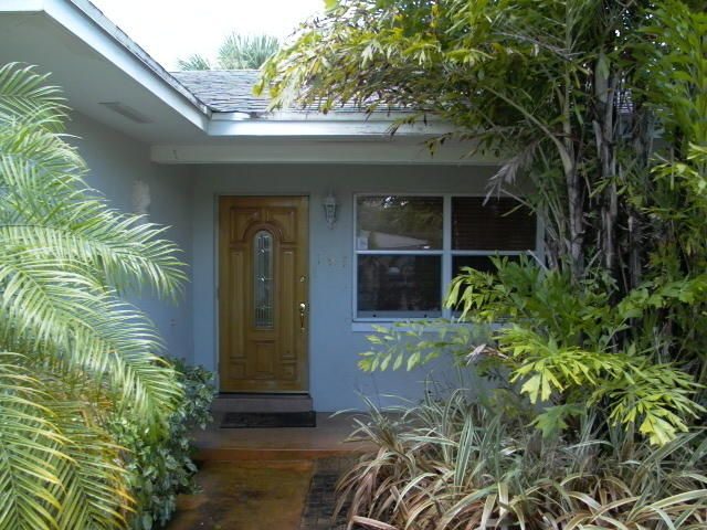 Additional photo for property listing at 191 E 29th Court 191 E 29th Court Riviera Beach, Florida 33404 United States