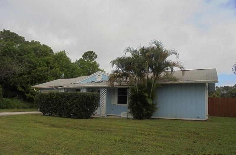 Additional photo for property listing at 571 SW Comet Terrace  Port St. Lucie, Florida 34953 United States