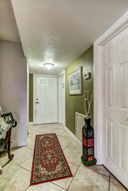 Additional photo for property listing at 5715 NW 17th Court  Lauderhill, Florida 33313 Vereinigte Staaten