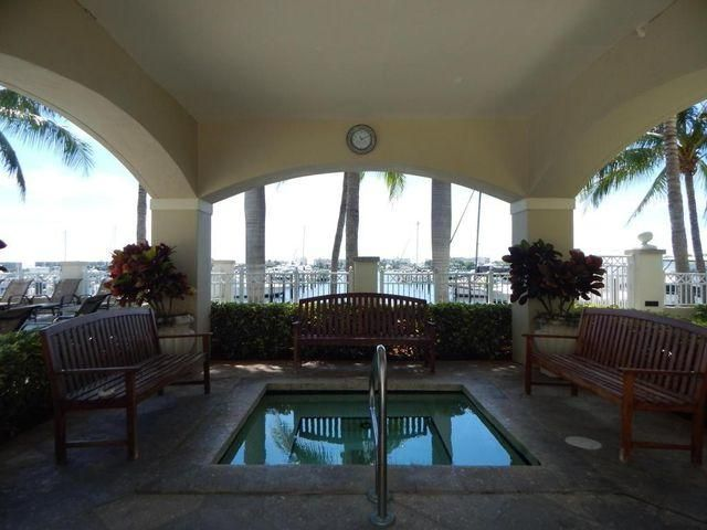 Additional photo for property listing at 806 E Windward Way 806 E Windward Way Lantana, Florida 33462 États-Unis