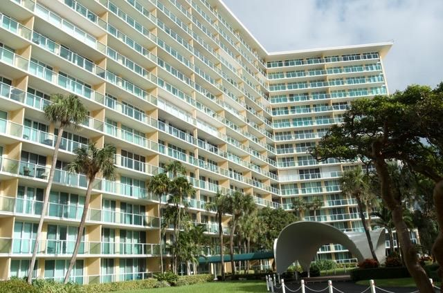 Co-op / Condominio por un Alquiler en 333 NE 21st Avenue Deerfield Beach, Florida 33441 Estados Unidos