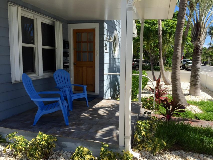 Additional photo for property listing at 131 L Street  Lake Worth, Florida 33460 États-Unis