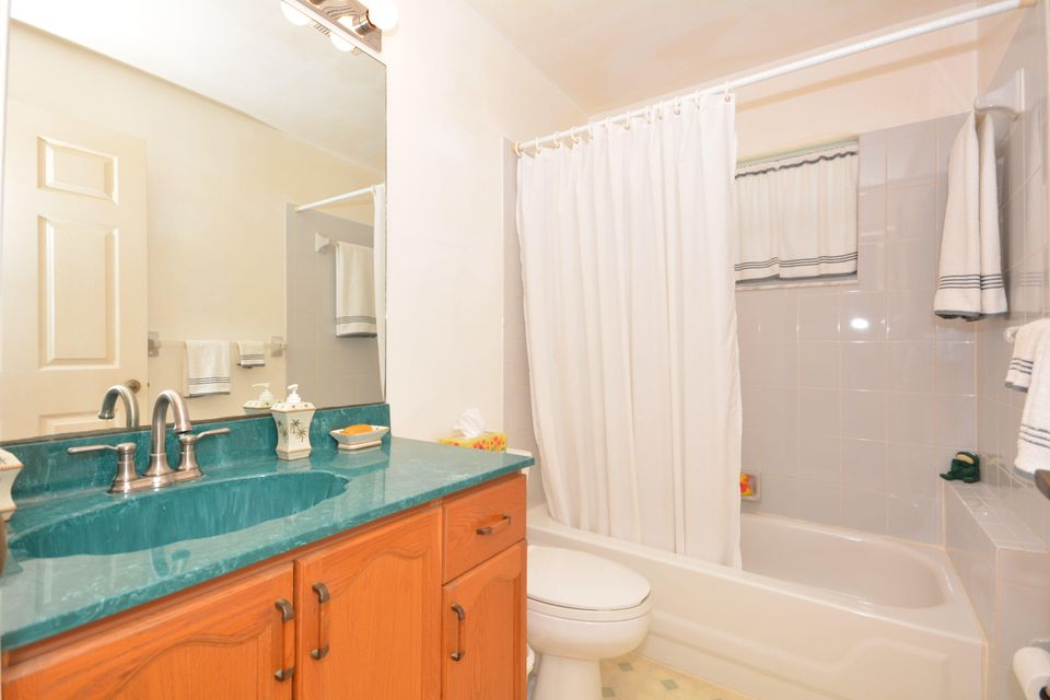 Additional photo for property listing at 13127 83rd Lane N 13127 83rd Lane N West Palm Beach, Florida 33412 États-Unis