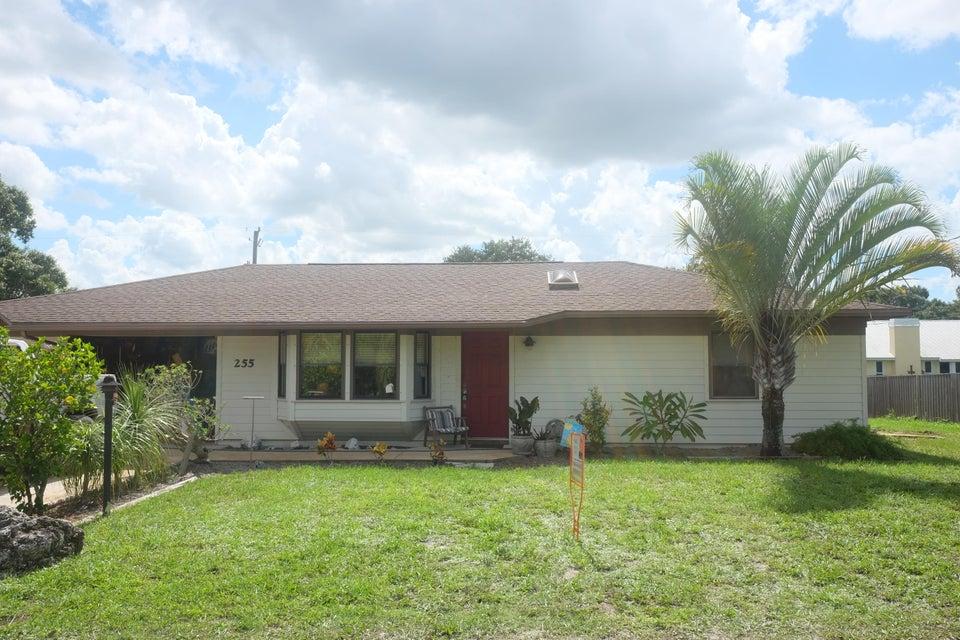 独户住宅 为 销售 在 255 8th Court 255 8th Court 维罗海滩, 佛罗里达州 32962 美国
