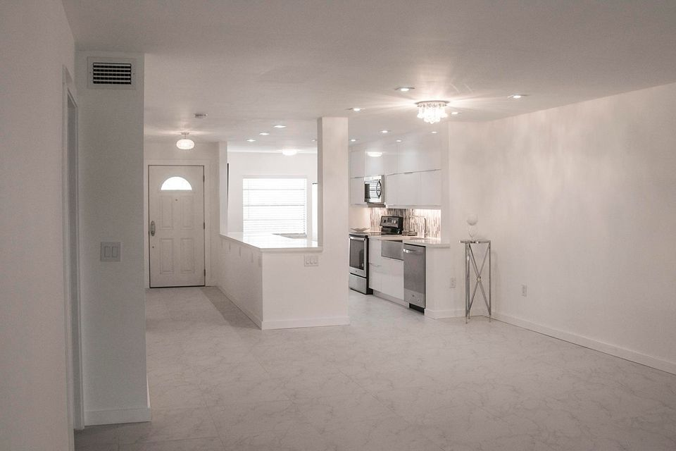 Additional photo for property listing at 52 Stratford Lane 52 Stratford Lane Boynton Beach, Florida 33436 Vereinigte Staaten