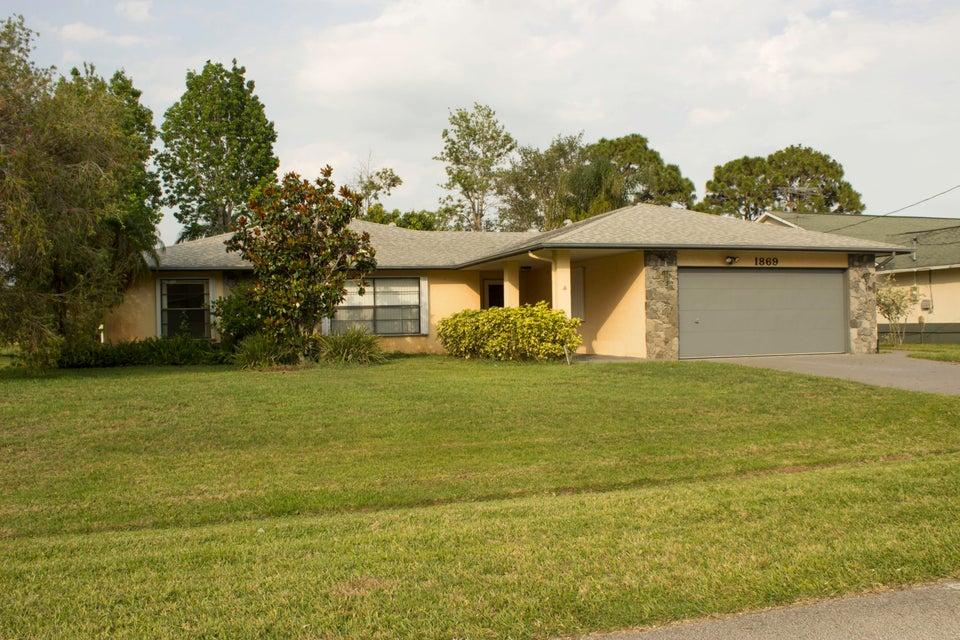 Casa Unifamiliar por un Venta en 1869 SE Bowie Street Port St. Lucie, Florida 34952 Estados Unidos