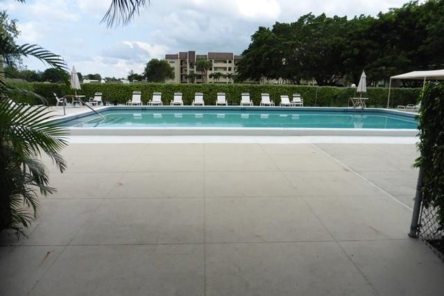 Additional photo for property listing at 140 Lake Nancy Lane  West Palm Beach, Florida 33411 United States