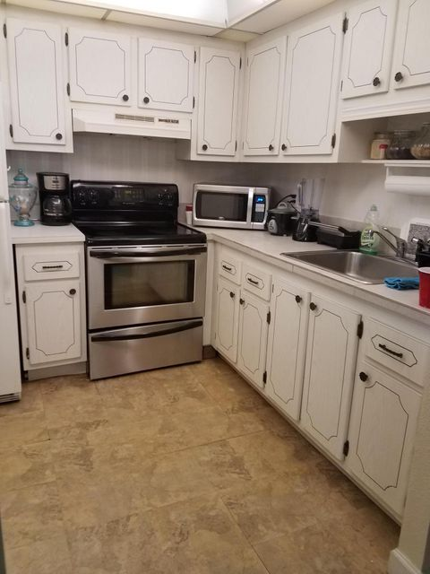 Additional photo for property listing at 250 Flanders F 250 Flanders F Delray Beach, Florida 33484 Estados Unidos