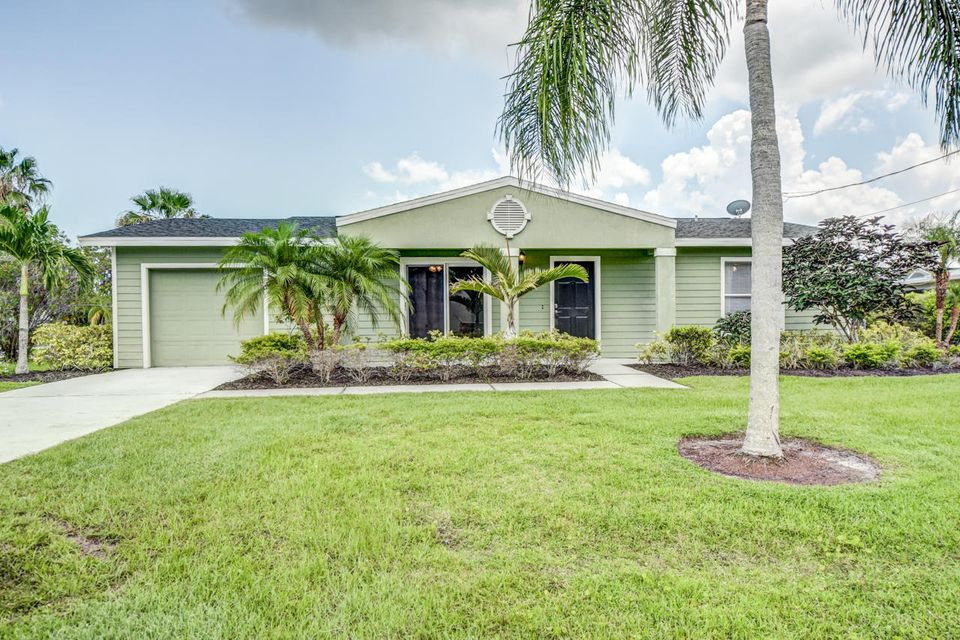 Additional photo for property listing at 679 SE Calmoso Drive 679 SE Calmoso Drive Port St. Lucie, Florida 34953 United States