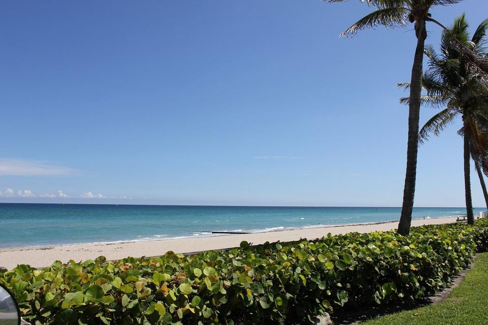Additional photo for property listing at 530 S Ocean Boulevard  Palm Beach, Florida 33480 United States
