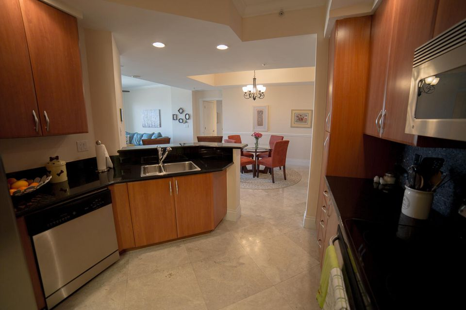 Additional photo for property listing at 801 S Olive Avenue  西棕榈滩, 佛罗里达州 33401 美国