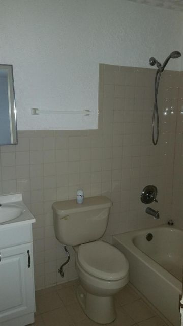 Additional photo for property listing at 1434 N Mangonia Circle  West Palm Beach, Florida 33401 United States