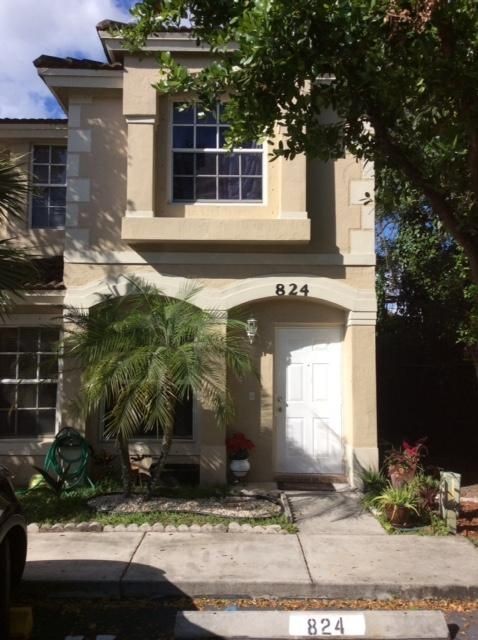 Townhouse for Sale at 824 Summit Lake Drive West Palm Beach, Florida 33406 United States