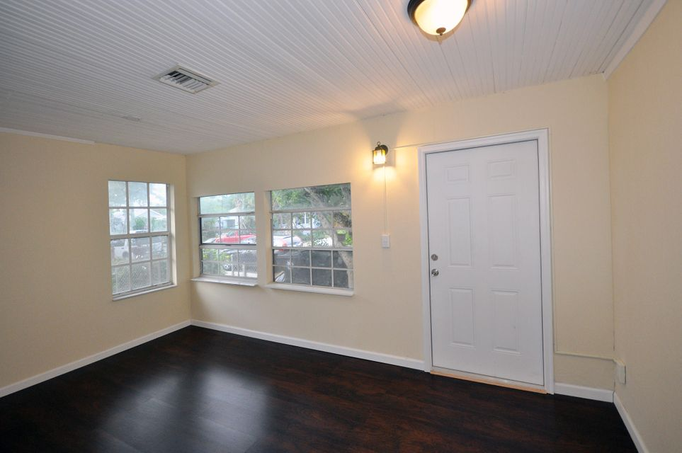 Additional photo for property listing at 323 S M Street 323 S M Street Lake Worth, Florida 33460 United States
