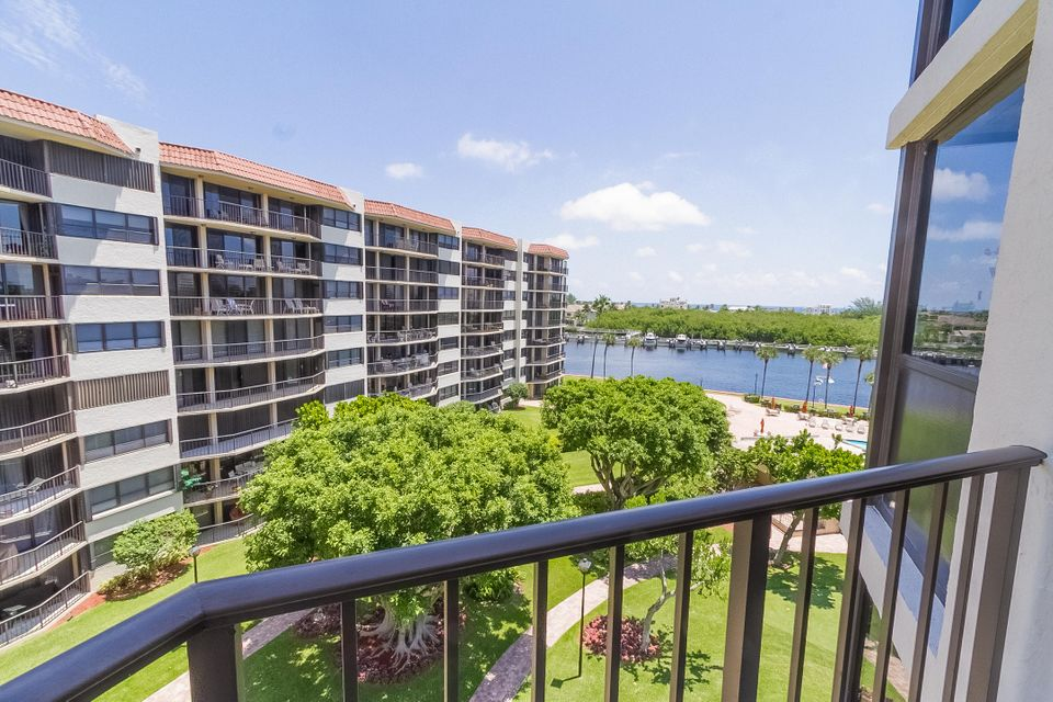 Additional photo for property listing at 859 Jeffrey Street 859 Jeffrey Street Boca Raton, Florida 33487 États-Unis