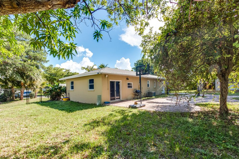 Additional photo for property listing at 936 Upland Road  West Palm Beach, Florida 33401 United States