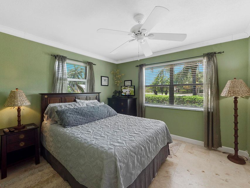 Additional photo for property listing at 651 Australian Circle 651 Australian Circle Lake Park, Florida 33403 États-Unis