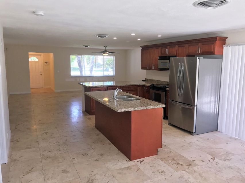 Additional photo for property listing at 244 Evergreen Drive  Lake Park, Florida 33403 Estados Unidos