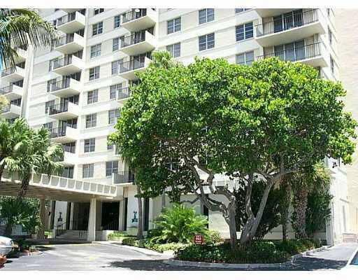 Additional photo for property listing at 1900 S Ocean Boulevard 1900 S Ocean Boulevard Lauderdale By The Sea, Florida 33062 United States