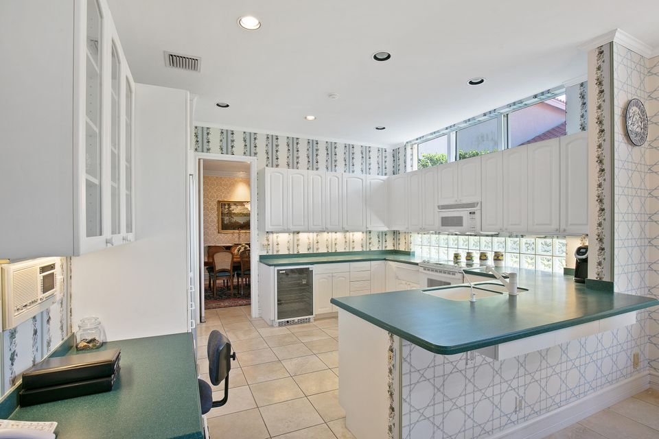 Additional photo for property listing at 132 N Village Way 132 N Village Way Jupiter, Florida 33458 United States