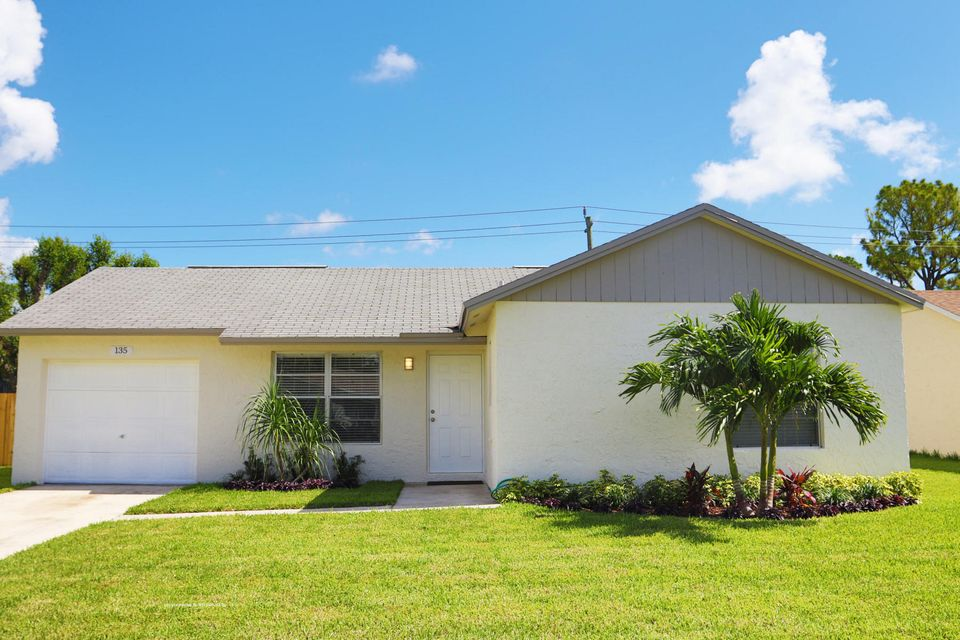 135 Village Circle, Jupiter, FL 33458