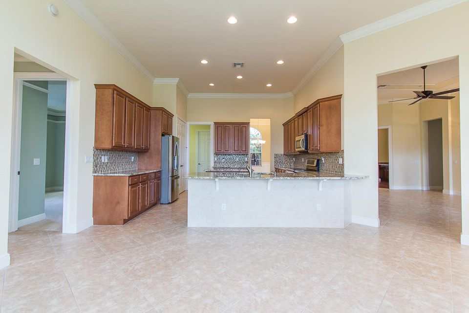 Additional photo for property listing at 9425 Briarcliff Trace  Port St. Lucie, Florida 34986 United States