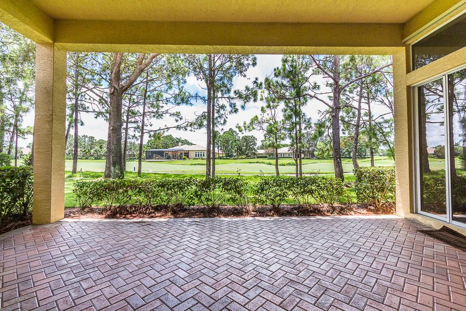 9425 Briarcliff Trace