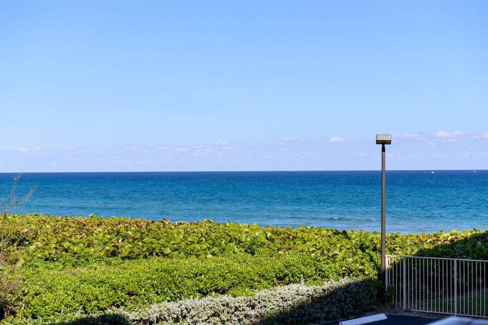Additional photo for property listing at 3200 S Ocean Boulevard 3200 S Ocean Boulevard Palm Beach, Florida 33480 United States