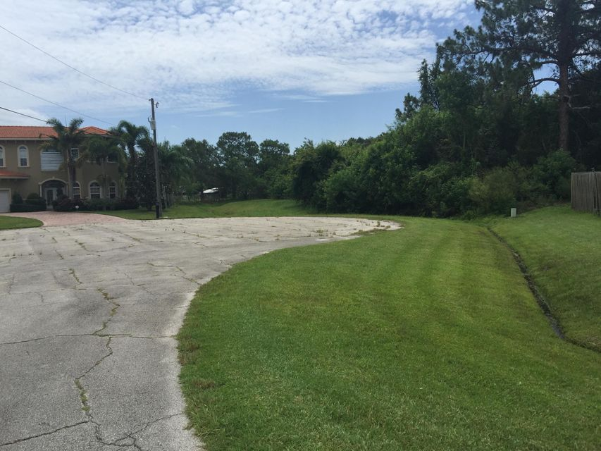 Additional photo for property listing at 6330 NW Hala Court 6330 NW Hala Court Port St. Lucie, Florida 34983 Vereinigte Staaten