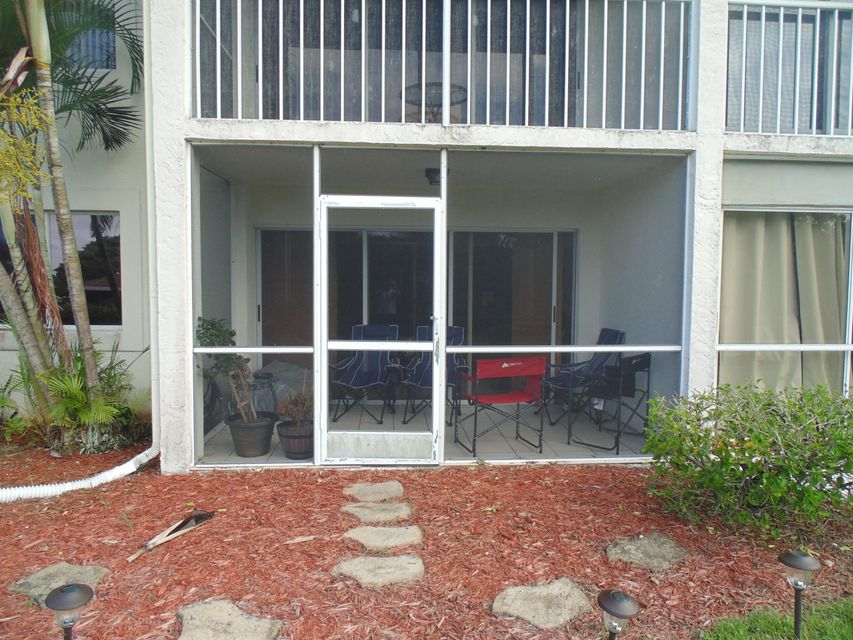 Additional photo for property listing at 460 NW 67th Street 460 NW 67th Street Boca Raton, Florida 33487 United States