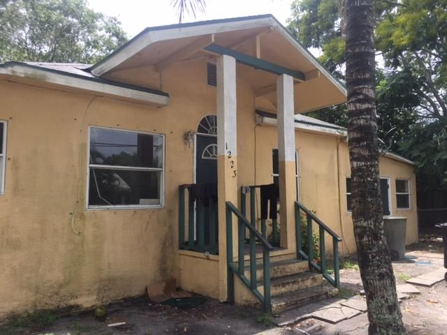 Additional photo for property listing at 1223 Avenue B  Fort Pierce, Florida 34950 Estados Unidos