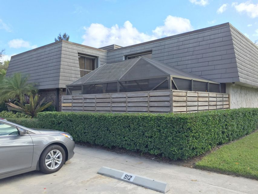 909 9th Terrace , Palm Beach Gardens FL 33418 is listed for sale as MLS Listing RX-10355979 21 photos