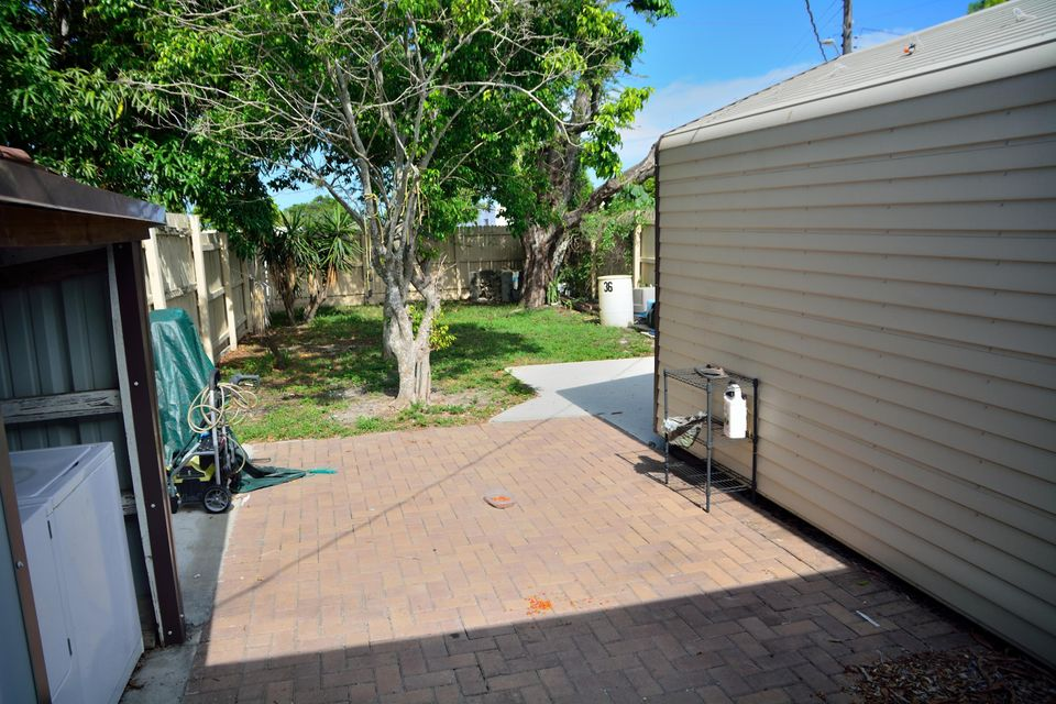 Additional photo for property listing at 602 N F Street  Lake Worth, Florida 33460 United States