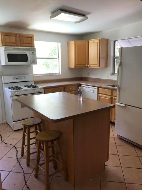 Additional photo for property listing at 1025 Bradley Court 1025 Bradley Court West Palm Beach, Florida 33405 États-Unis
