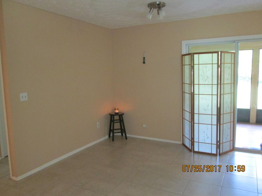 Additional photo for property listing at 738 NE Lanfair Street 738 NE Lanfair Street Port St. Lucie, Florida 34983 États-Unis