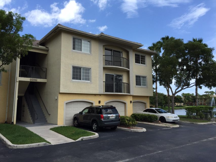 Co-op / Condo for Sale at 4175 N Haverhill Road N 4175 N Haverhill Road N West Palm Beach, Florida 33417 United States