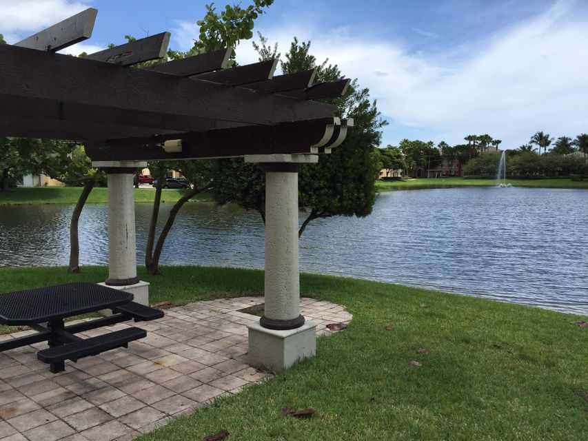 Additional photo for property listing at 4175 N Haverhill Road N 4175 N Haverhill Road N West Palm Beach, Florida 33417 United States