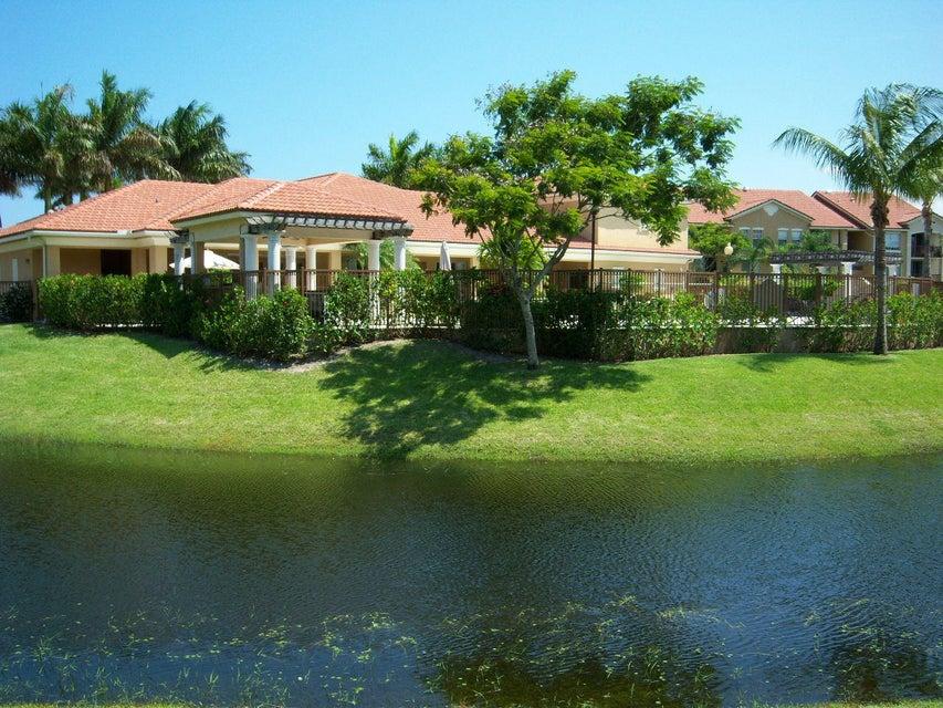 Coopérative / Condo pour l Vente à 405 Villa Circle Boynton Beach, Florida 33435 États-Unis