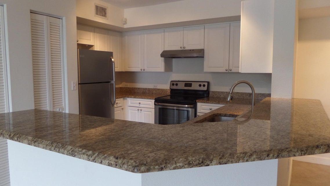 Additional photo for property listing at 405 Villa Circle  Boynton Beach, Florida 33435 États-Unis