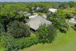 Additional photo for property listing at 5044 SW Landing Creek Drive 5044 SW Landing Creek Drive Palm City, Florida 34990 États-Unis