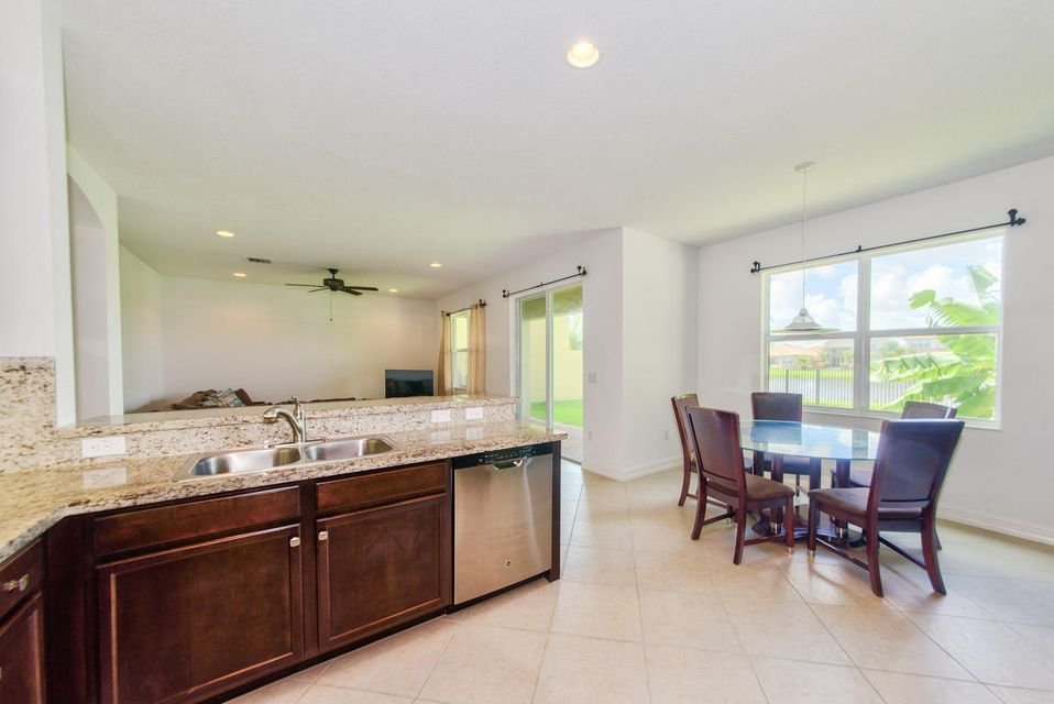 Additional photo for property listing at 8172 Cantabria Falls Drive 8172 Cantabria Falls Drive Boynton Beach, Florida 33473 United States