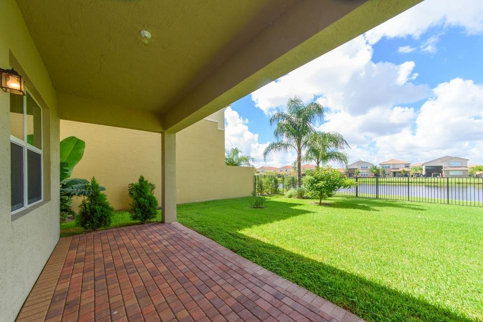 Additional photo for property listing at 8172 Cantabria Falls Drive  Boynton Beach, Florida 33473 United States