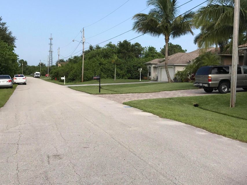 Additional photo for property listing at 404 SW Ridgecrest Drive 404 SW Ridgecrest Drive Port St. Lucie, Florida 34953 États-Unis