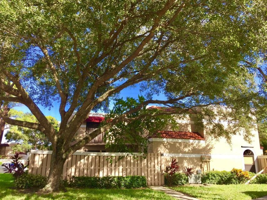 Additional photo for property listing at 3715 Village Drive  Delray Beach, Florida 33445 États-Unis