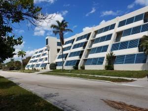 Oficinas por un Alquiler en 639 E Ocean Avenue 639 E Ocean Avenue Boynton Beach, Florida 33435 Estados Unidos