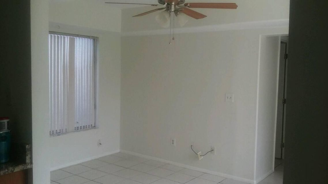 Additional photo for property listing at 349 SW Tulip Boulevard  Port St. Lucie, Florida 34953 Estados Unidos