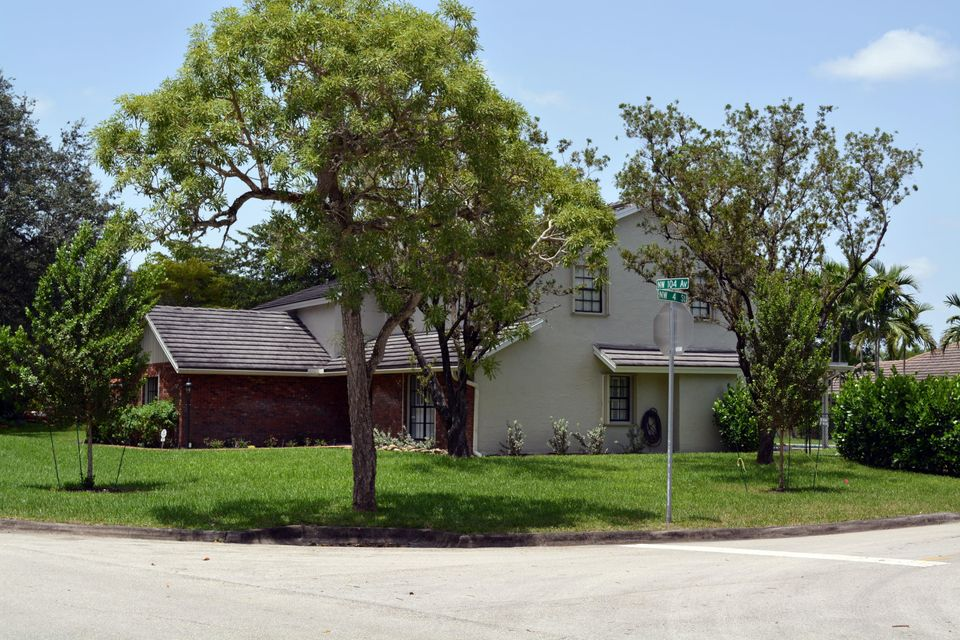 Additional photo for property listing at 407 NW 104th Avenue  Coral Springs, Florida 33071 United States