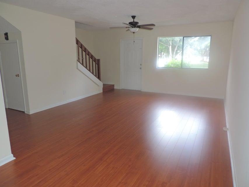 Additional photo for property listing at 3302 Poolside Drive  Lake Worth, Florida 33463 Estados Unidos